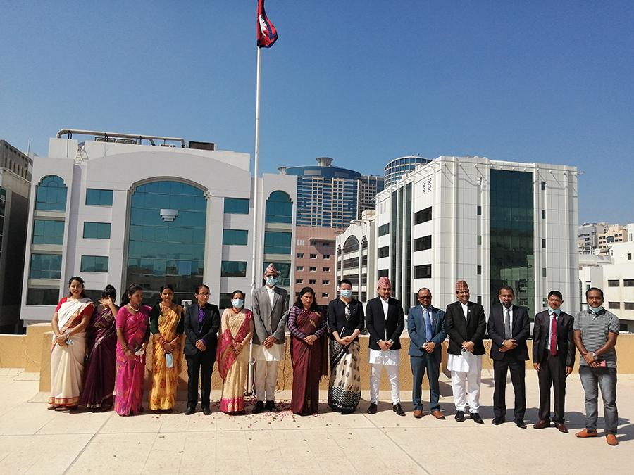 अबुधाबीस्थित नेपाली दूतावासमा झन्डोत्तलन गर्दै मनाइयो संविधान दिवस