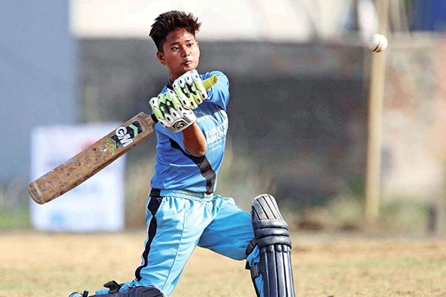क्रिकेट खेलाडी सरस्वती चौधरी 'बी' र ममता र अनुराधा चौधरी 'सी' श्रेणीमा