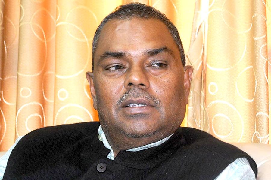 राजेन्द्र महतोसहित सबै मन्त्रीलाई पार्टीबाट निष्कासन गर्ने यादव पक्षको निर्णय